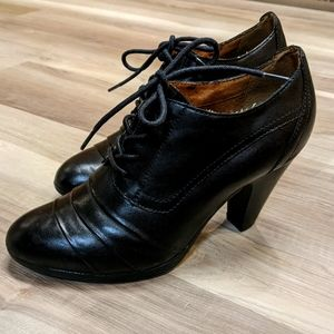 Roberto Vianni ladies size 5 black leather heels